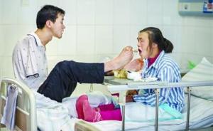 暖聞|反哺:29歲恩施無臂青年用雙腳撐起重病母親的天空