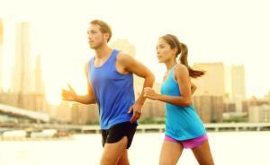 酒店运动也要升级,跑步机摆进房间,还能推荐跑步路线