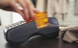人在家中银行卡却在境外被?#20102;?8万,男子诉银行获全额赔偿