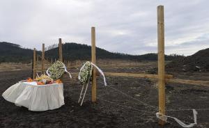 中国驻埃塞俄比亚大?#26500;?#20030;行仪式,悼念坠机事故遇难中国公民