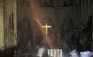 早安·世界|巴黎圣母院内部受损?#29616;兀?#20196;人痛心