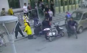 """東北林大回應""""保安讓外賣員下跪"""":小哥突然下跪保安也懵了"""