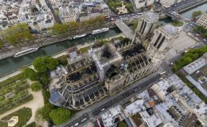 """巴黎圣母院,大火,与""""无法被隐藏的热情"""""""
