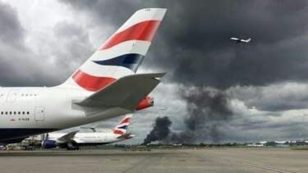0428-希思罗机场附近发生火灾,浓烟滚滚
