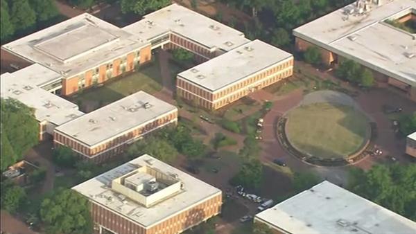 改 北卡罗来纳大学枪击,2死4伤学生奔逃