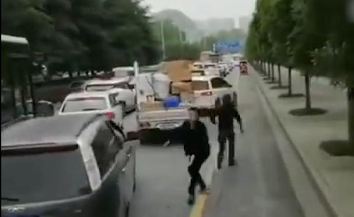 暖聞|貴陽消防出警遇堵車,熱心小伙疏導交通稱當時只想救人