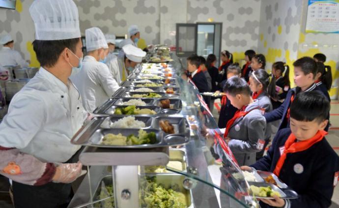 辣條受追捧、八成學生愛吃肉,上海兩名小學生為校園飲食建言