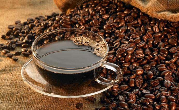 問答丨咖啡美酒也會影響眼部健康?哪些人不能喝?