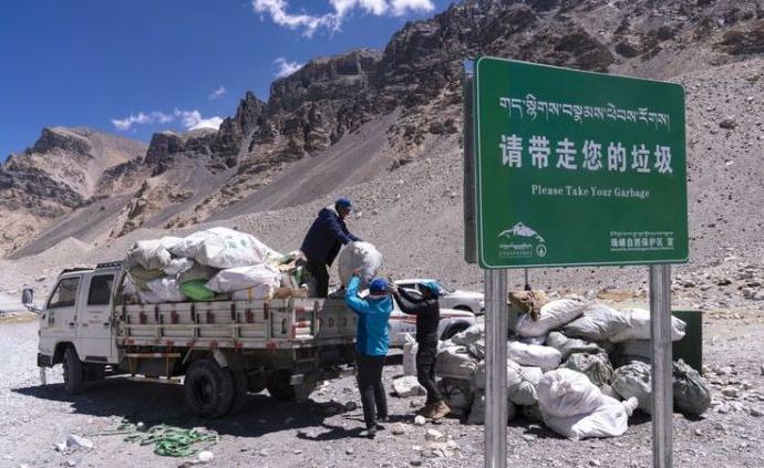 珠峰中国西藏一侧登山垃圾实现分类收集
