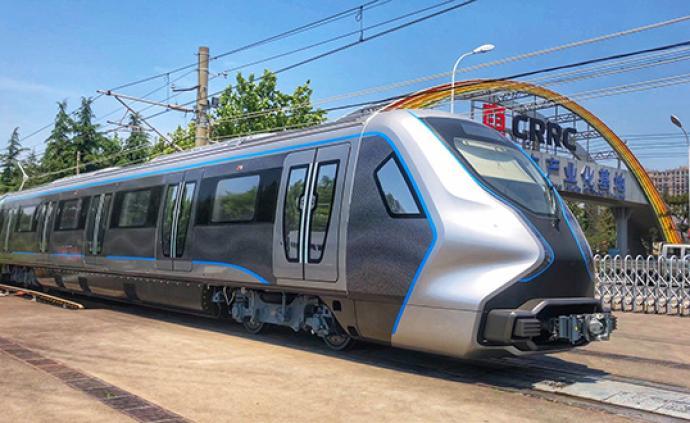 中国下一代碳纤维地铁列车成功试跑:减重13%,全自动驾驶