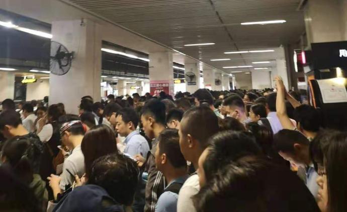 上海地铁1号线设备故障排除全线运营恢复,部分车站客流较大