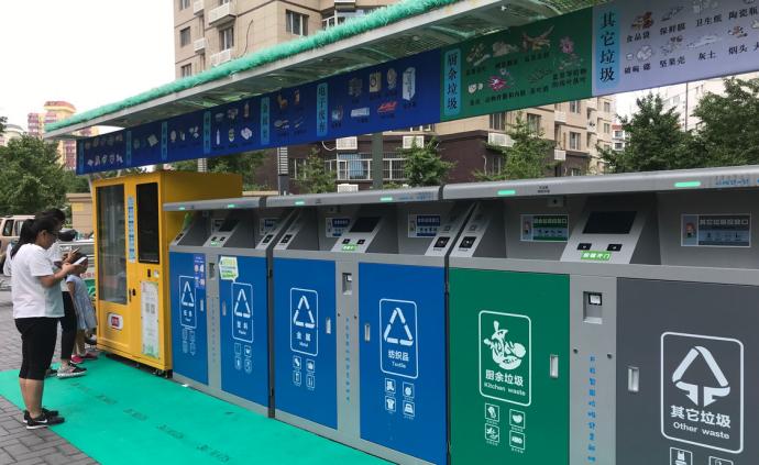 """北京最早开展垃圾分类小区:扔垃圾前先""""刷?#22330;保?#23454;行积?#31181;?>                 <span class="""