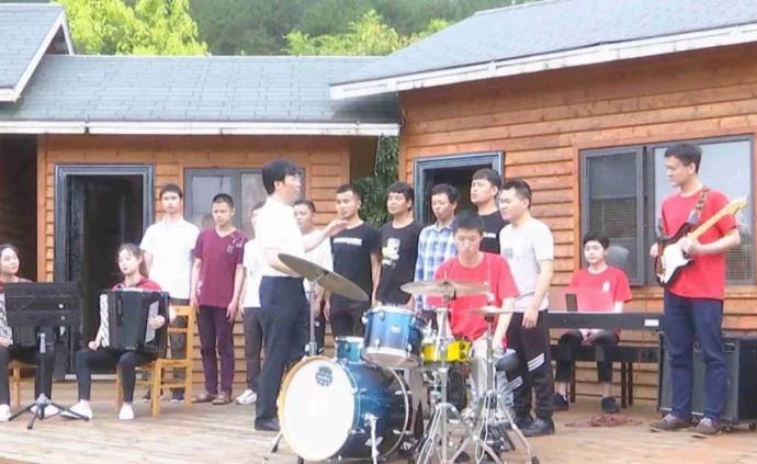 廖昌永來到貴州,給盲人學生們上了一堂難忘的音樂課