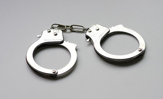 安徽祁門女子因爭執拉扯毆打公交司機,涉危害公共安全被抓