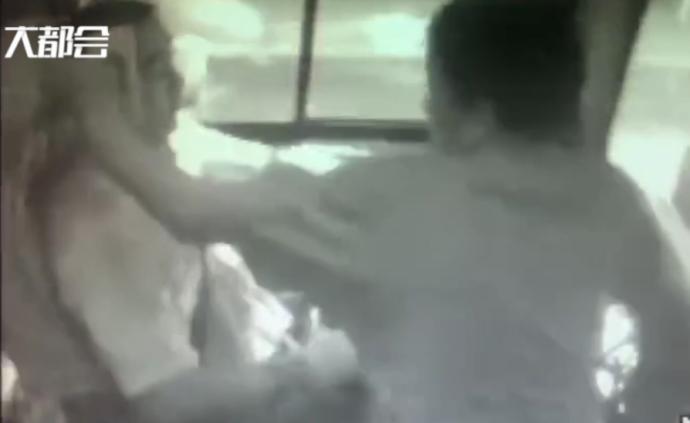 要求開空調沒立刻如愿,男子打公交車司機被其他人制服已刑拘