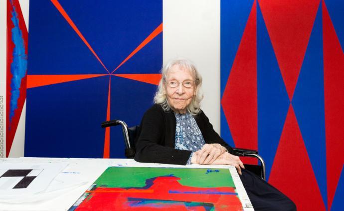 这位老太太104岁终于户外首展,81岁时才卖掉第?#29615;?#30011;