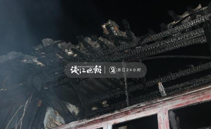 乌镇景区外一老街房屋起火,未影响游人