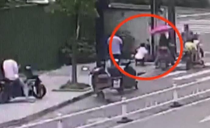 杭州两岁半女童暑托班溜出在马路上跑,连遇两名好心人