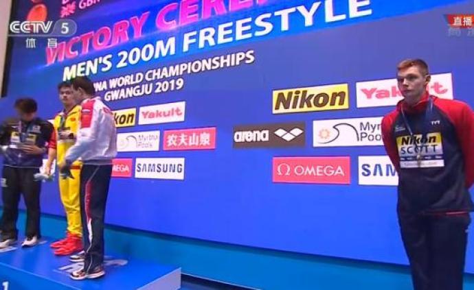 丑陋一幕再次上演!英国铜牌选手斯科特·邓肯拒绝和孙杨合影