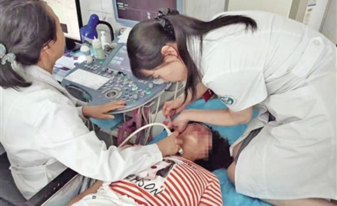 暖闻|女医生跪几十分钟为患者做穿刺检查,称感觉不到难受