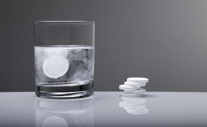 泡騰片干吃引發窒息,家庭用藥需重視藥品說明書