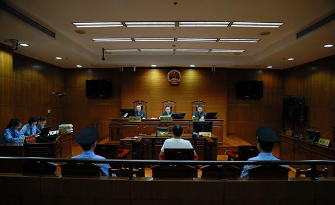 男子與上海公交司機口角,朝其頭部打了一拳獲刑一年六個月