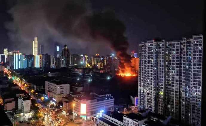 长沙一家电子厂发生火灾:过火面积约五百平方米,无人员伤亡