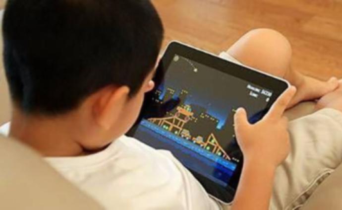 近七成受访家长称孩子暑假视力下降,无节制用电子产品成主因