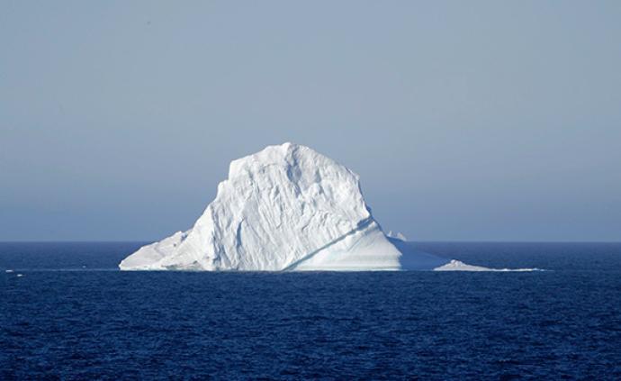 文学的纽芬兰①:夏季的海面上,漂浮着一座座冰山