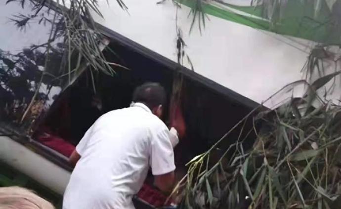 中国旅行团在老挝发生车祸,团内两名未成年人确认安全