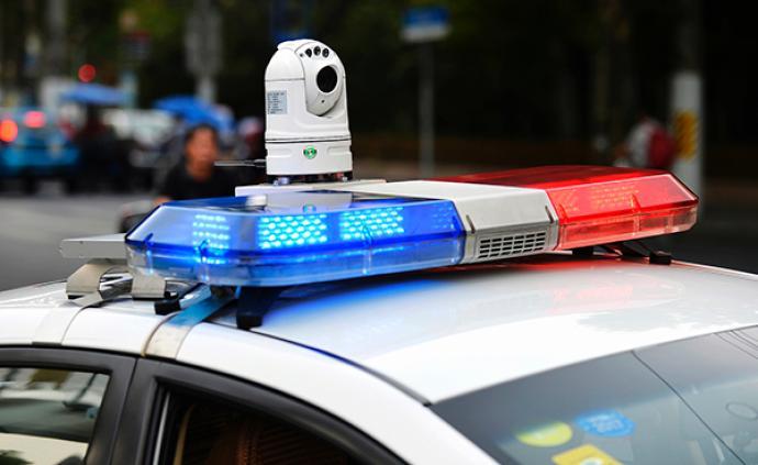 安陽六旬老人與樓上住戶發生糾紛,警方帶離途中老人癱倒死亡