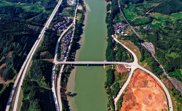廣西:GDP去年突破2萬億元,高鐵動車運營1771公里