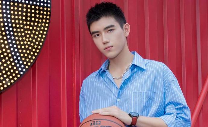 陈飞宇:是演员,也是爱打篮球的少年