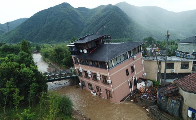 直击|杭州余杭山区凌晨突降暴雨,致30余间房屋倒塌