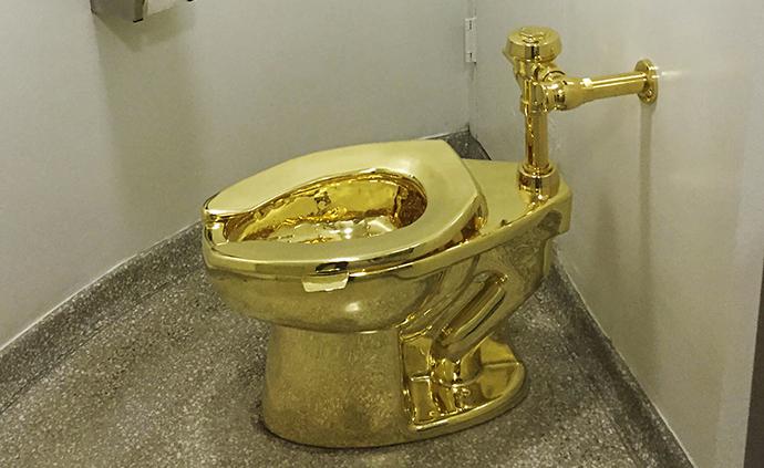 早安·世界|红极一时的黄金马桶被盗,游客如厕限时3分钟