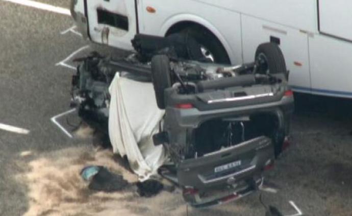 澳大利亞一輛小汽車與巴士相撞,致2名中國游客遇難