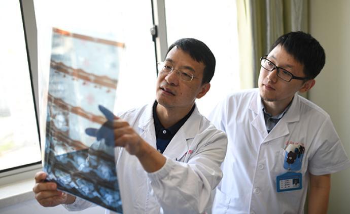 """他是上海工匠中唯一的中醫,用實踐證明""""推拿也可以治急病"""""""