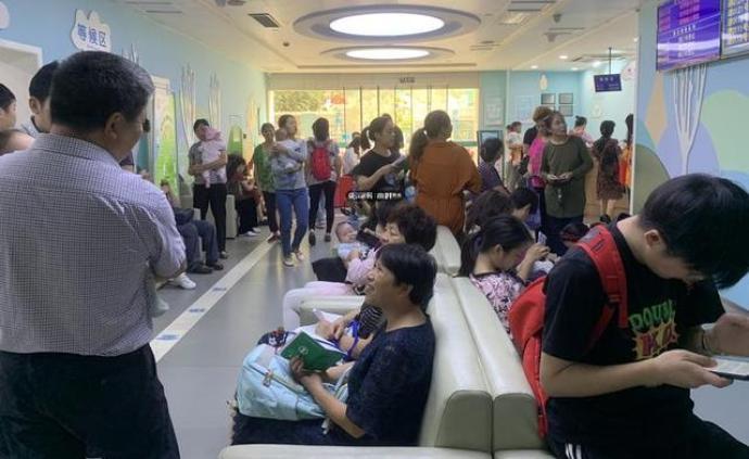 """將漸入流感高發期杭州疫苗""""搶手"""",有人早上4點就去排隊"""