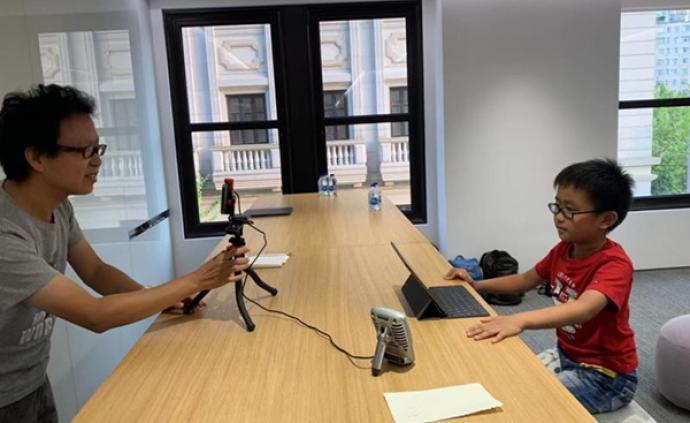"""8歲""""程序猿""""編程教學走紅網絡,連蘋果公司都邀他去拍視頻"""