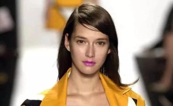 """《美丽的标价》:时装模特,?#25237;?#21147;市场上的""""美"""""""