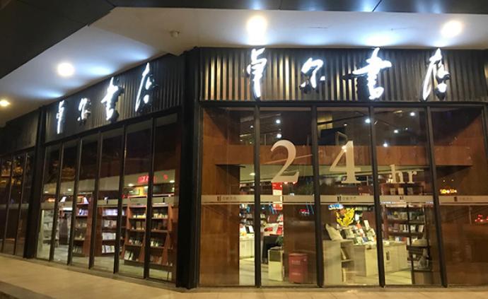 武漢不打烊書店12時辰:形形色色的過夜人和夜晚溫暖的燈