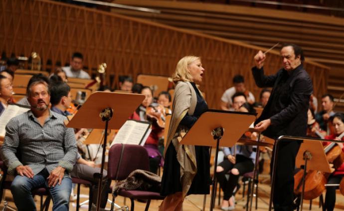 指揮家迪圖瓦帶來音樂會版《浮士德的沉淪》