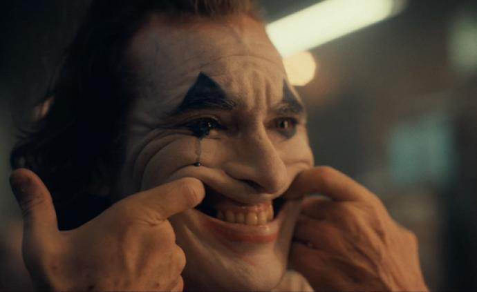 《小丑》:小丑就是他所反对的创造物与补充物