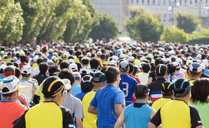一個周末近十場賽事十萬人參跑,馬拉松風靡背后的多重暗戰