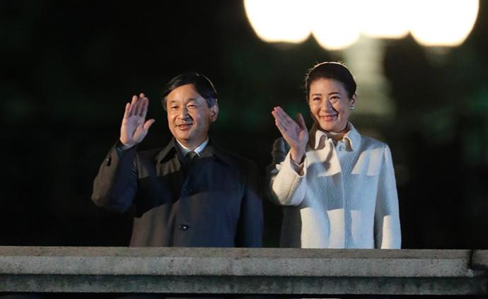 """日本举行""""国民祭典""""庆祝天皇即位,三万人齐聚?#31034;?#21069;"""