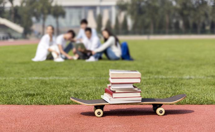 教育部:正研究制定义务教育质?#31185;?#20215;标准,减轻学生过重负担