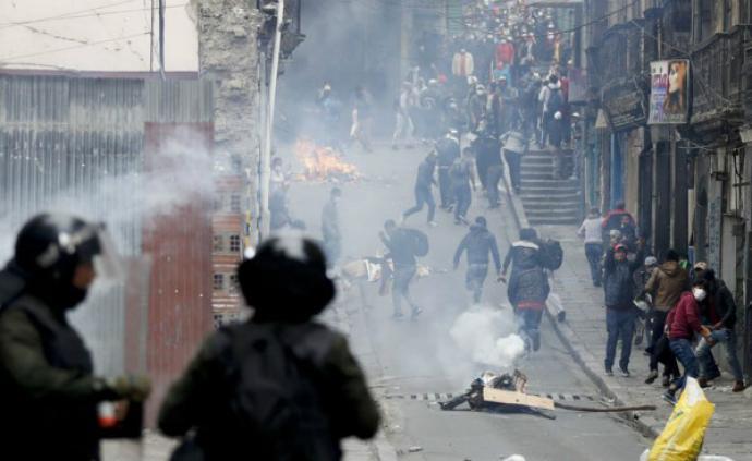 玻利维亚临时总统上任加剧骚乱,死亡人数上升至10人
