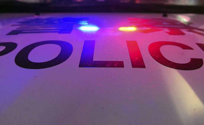 数十人用音箱在人行道唱歌附近居民报警,5人抗拒执法被公诉
