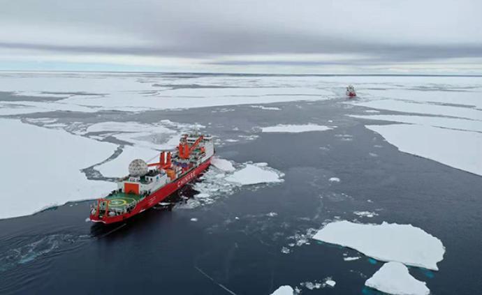 """科考""""双龙""""抵南极外围,破冰前行"""