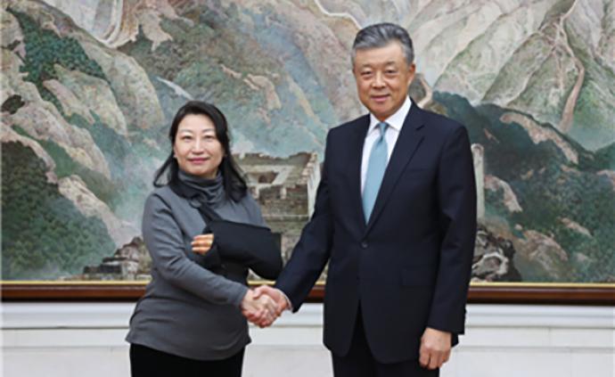 劉曉明會見香港律政司長鄭若驊,強調祖國是香港的堅強后盾